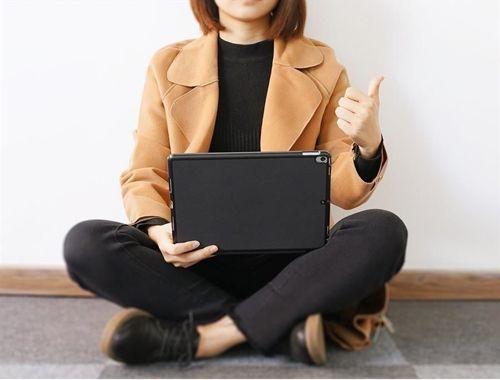 Dux Ducis magnetyczne etui case na tablet bezprzewodowa klawiatura Bluetooth iPad Pro 10.5'' 2017 / iPad Air 2019 czarny
